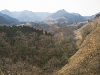 This is the southern edge of Aso'sgigantic volcano caldera