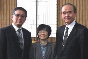 Rev. Akira Kawaharazaki và nhóm nghiên cứu tại Nhà thờ Trung tâm Kobe