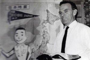 Mit thời trẻ (Milton Wayne) ở Kobe vào những năm 1960