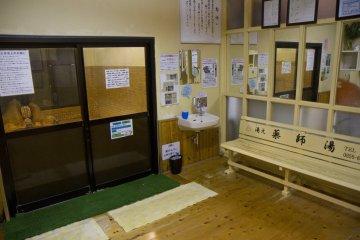 <p>Простые комнаты для переодевания</p>