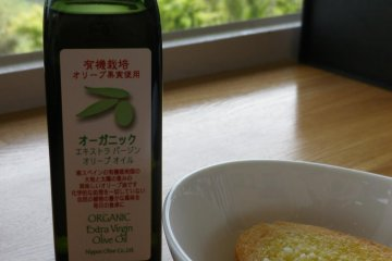 Organic olive oil and original Olive garden product