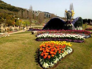 Каждый год феникс Авадзисимы, как и положено этой птице, возрождается и радует посетителей