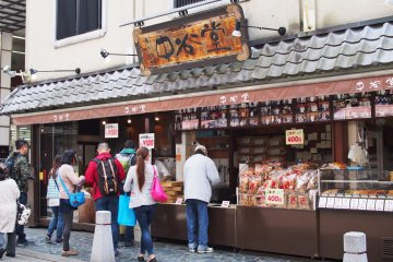 <p>Traditional Japanese confectionery sold on a street full of tradition</p>