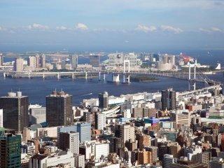 Вид на Токийский залив со второй смотровой площадки