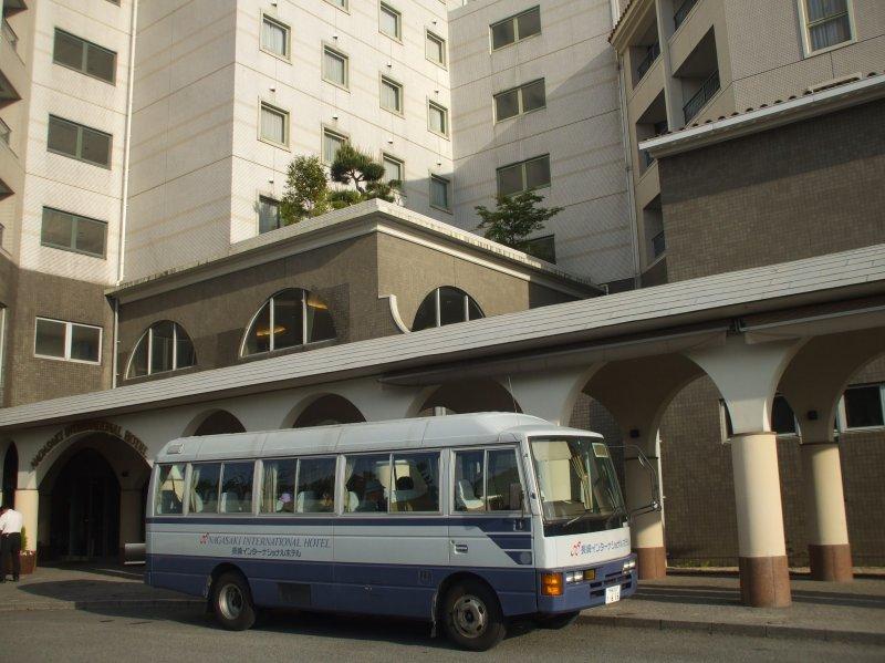 <p>До аэропорта примерно 8 минут, от станцииJR Омура 5 минут на бесплатном шаттле</p>