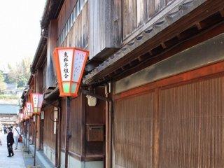 "Tea houses ""Nakamura"" and ""Yamatomi"""
