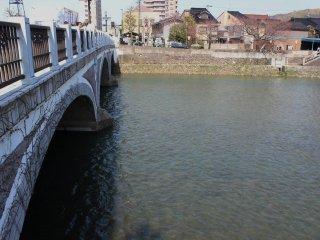 Across the Asano River lies the East Teashop District