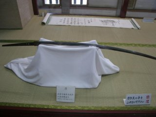 城内にはたくさんの歴史遺物、刀や武器が展示されている