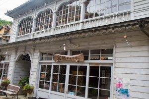 Shinyu Cafe Kuranojois a fine example of romanticTaisho-period architecture