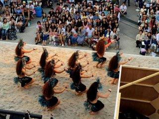 Этот таитянский танец отеа исполнялся под барабаны