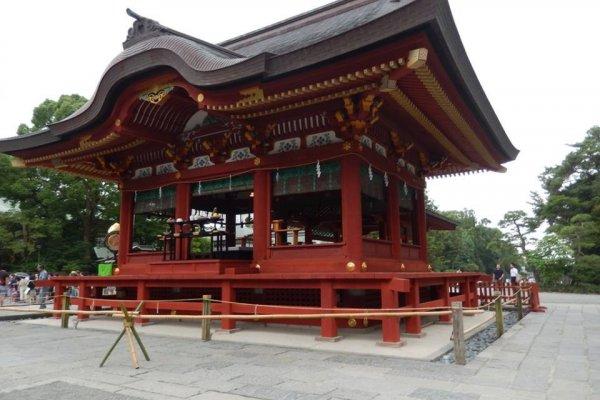 츠루가오카 하치만구 신사-카마쿠라에 있는 대규모 신사의 모습입니다.