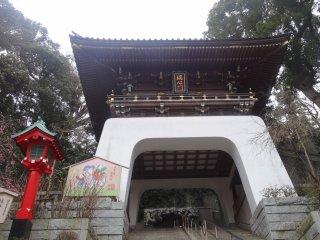 ประตู Zuishin-mon ของศาลเจ้าเอะโนะชิมะ จินจา