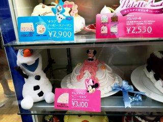 """Торты со снеговиком Олафом из """"Холодного сердца"""" и с Минни-Маус"""
