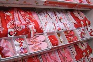 Colorful kimono gift sets