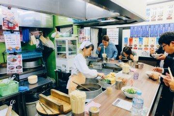 Makan Soba Berdiri di Kyoto