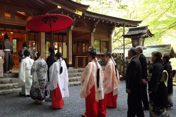 <p>Many people get married in the mall hall. &nbsp;If you are lucky, you might be able to see a wedding in progress.</p>