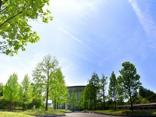 Museum Kota Fukui di bawah langit biru bulan Mei