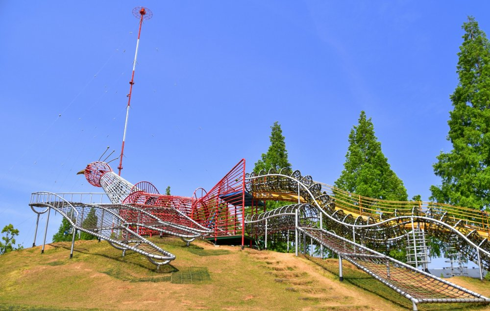 Jungle gym in the shape of a phoenix, a bird symbolic of Fukui, which resurrected from ashes of WWII and the following big earthquake, like a phoenix.