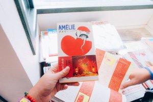 Jika Anda menyukai film Prancis, Amelie, Anda pasti akan suka buku ini!