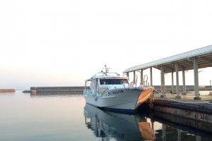 Teshima is linked to Uno (Okayama), Naoshima, Shodoshima and Takamatsu by regular though infrequent ferries.