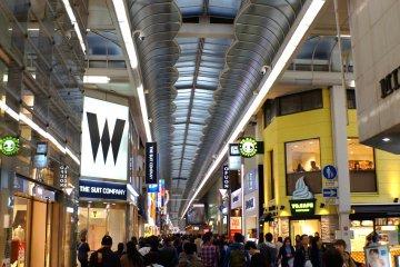 <p>도톤보리 번화가의 쇼핑몰</p>