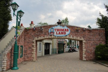 <p>Send your kids in here for some fun rides and activities</p>