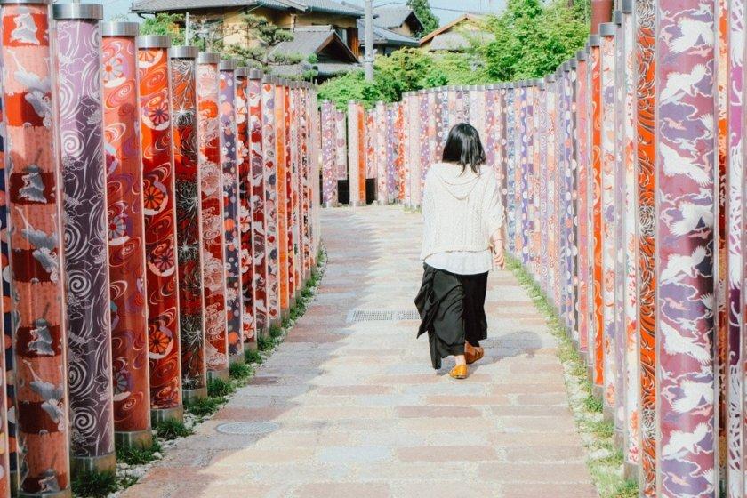 Berjalan menyusurilorong kimono