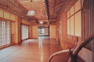 Khung cảnh nhìn từ phòng Beethoven xuống sảnh khiêu vũ