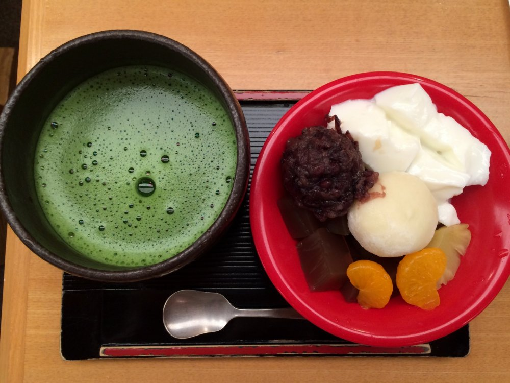 It is worth the trip to the main store in Asakusa just to try this matcha tea, perfectly matched with the Japanese styleparfait.