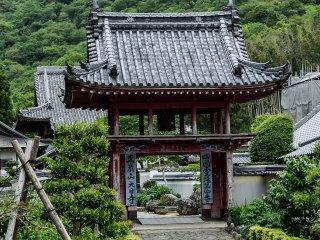Cổng chính của ngôi đền thứ tư