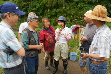 <p>Как объяснил мне волонтер из Yato Satoyama Planning, в рисовых полях можно найти ароматные травы</p>