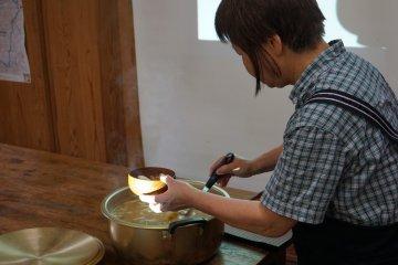 <p>Домашний суп мисо, приготовленный для всех участников</p>