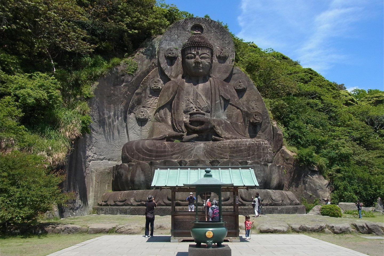 Plus grand bouddha de pierre du pays