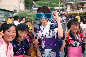 Teams that take part in the sasa odori procession and contest assemble beforehand and admire each other's costumes.