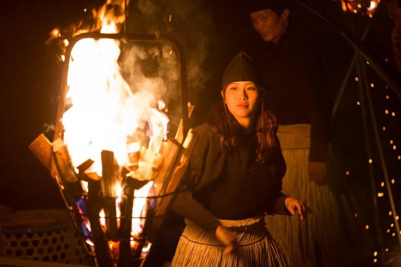 燒火引誘魚群