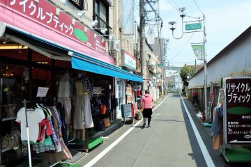 <p>Kitchen Hanna Mamma is a few shops down on the left, beside a designer clothing and bag recycle shop.</p>