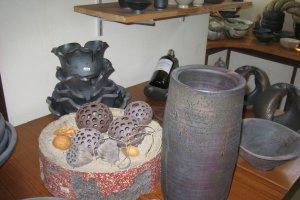 丸い穴あきの陶器
