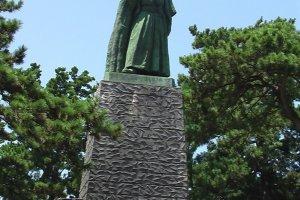 The iconic Sakamoto Ryoma statue at Katsurahama
