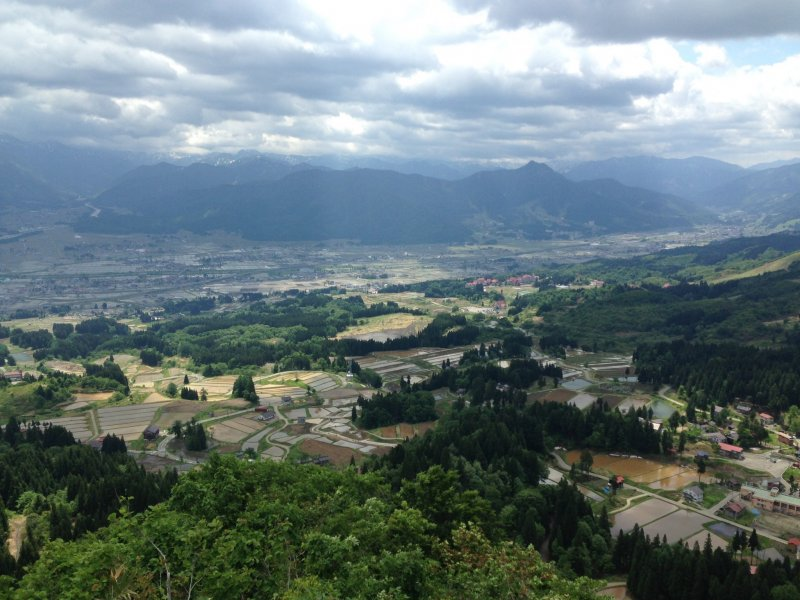 <p>Taken from the highest point. From here, you can see the whole village; beyond is Minamiuonuma.</p>