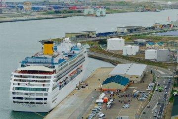 <p>Aerial view of the Italian &#39;Costa Victoria&#39; moored in Akita&#39;s cruise port</p>