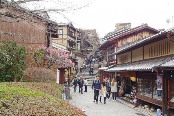 ถนน ซานเน็นซะกะ นิเน็นซะกะ ถนนน่าเดินชม เดินช็อป ของเกียวโต