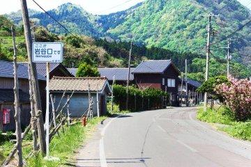 Путешествуя таким образом вас может занести в самые отдаленные уголки, в такие как эта деревушка на о.Садо