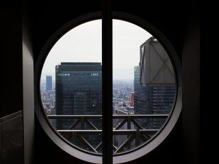 Apenas um vislumbre do horizonte de Osaka