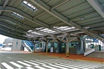 <p>Shuttle bus arrival area</p>
