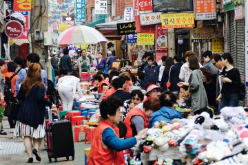 <p>Busan&#39;s busy shopping and market areas</p>
