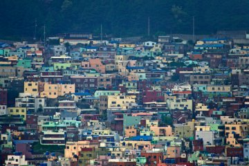 <p>The bright terraced houses of&nbsp;Gamcheon Culture Village</p>