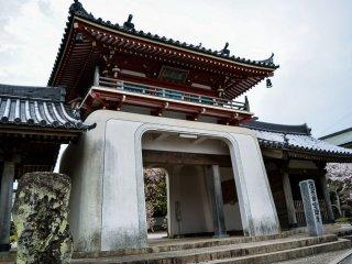 La porte d'entrée du sixième temple