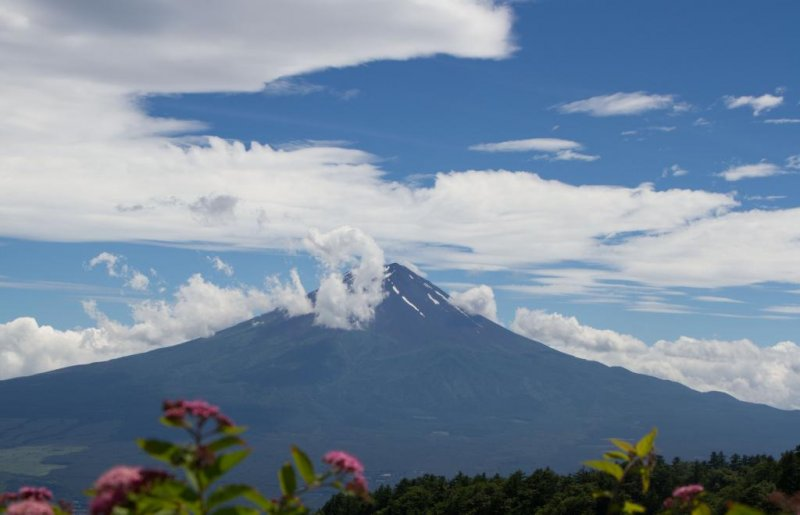Lunch break with a view—Fuji-san at its best
