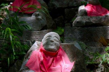 88 Buddha statues along the way