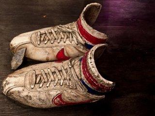 Знаменитые кроссовки Форреста Гампа - Nike Classic Cortez. В них он пробежал через всю страну